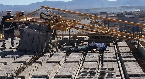 عاجل: رافعة بِِورشِِِ للبناء في حي العمران بسلوان تودي بحياة عامل