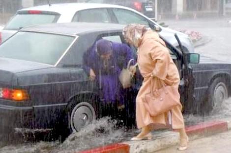 نشرة إنذارية..أمطار وزخات رعدية قوية اليوم وغدا بالعديد من مناطق المملكة