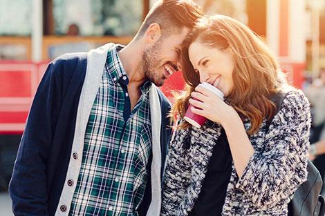 النساء أكثر سعادة برفقة الرجال الأقل جاذبية!