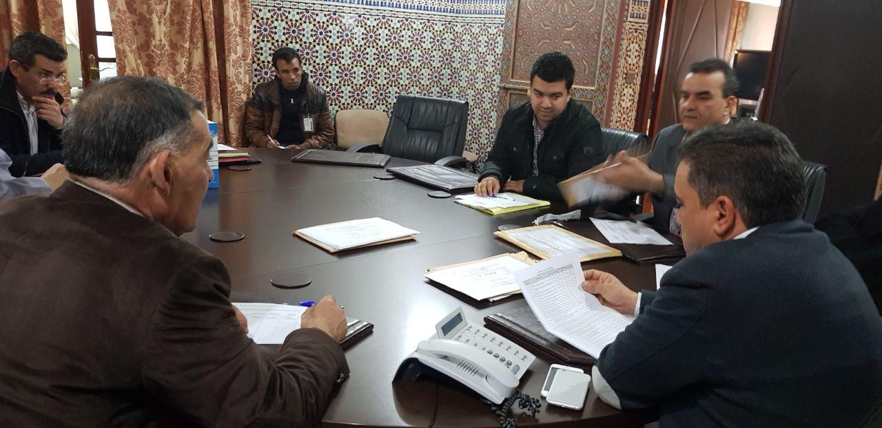 رئيس المجلس الاقليمي يترأس عملية فتح الأظرفة لفائدة مشروع  بفرخانة جماعة بني انصار