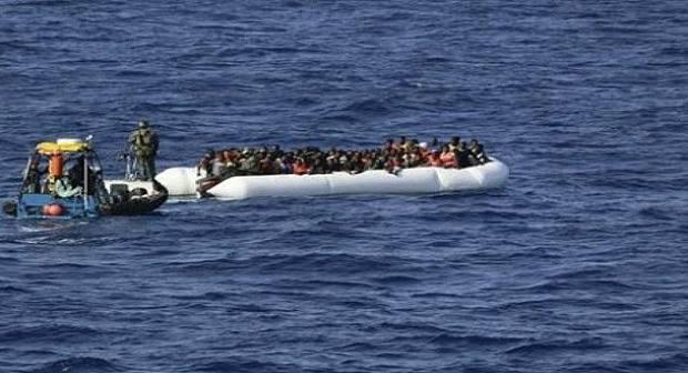 البحرية الملكية تنقذ مئات المهاجرين السريين