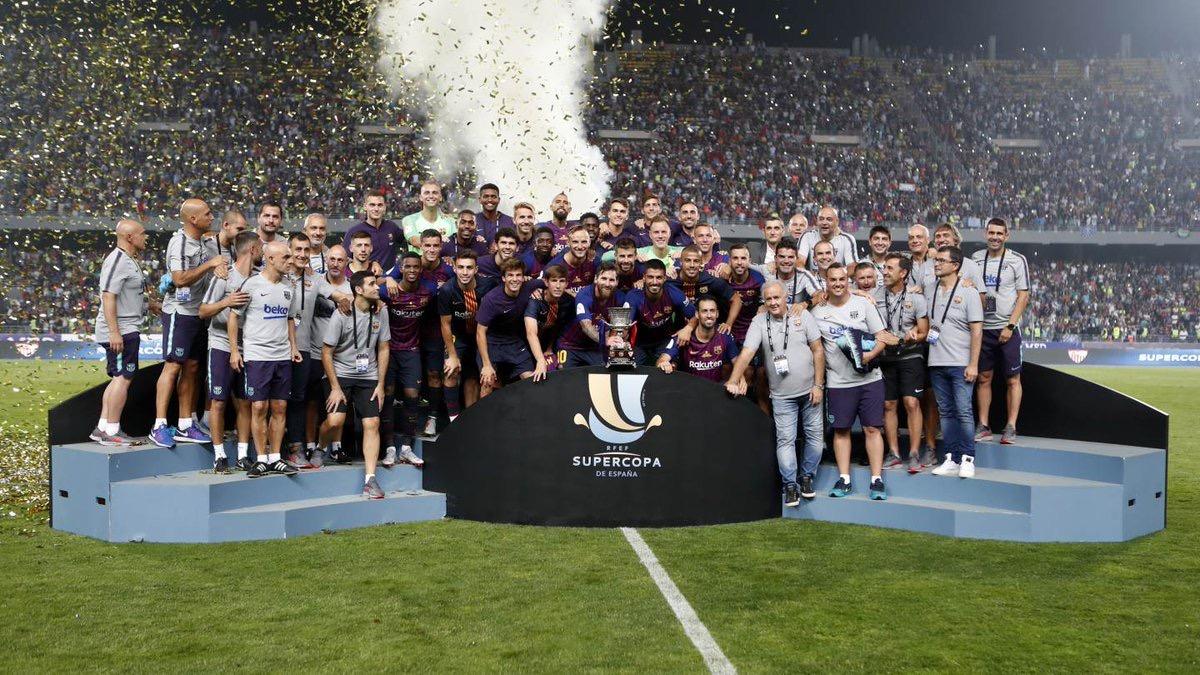 فيديو/أجمل لقطة في كأس السوبر بطنجة/لاعبو برشلونة يطوفون لتحية الجمهور المغربي