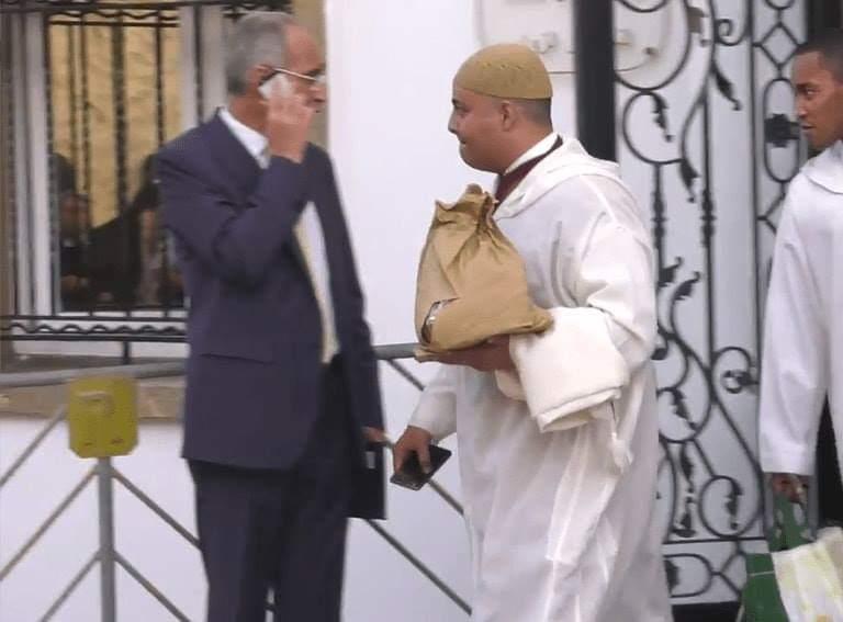 بعد الخطاب الملكي : برلمانيون خرجو معاهم الحلوى والشكلاط