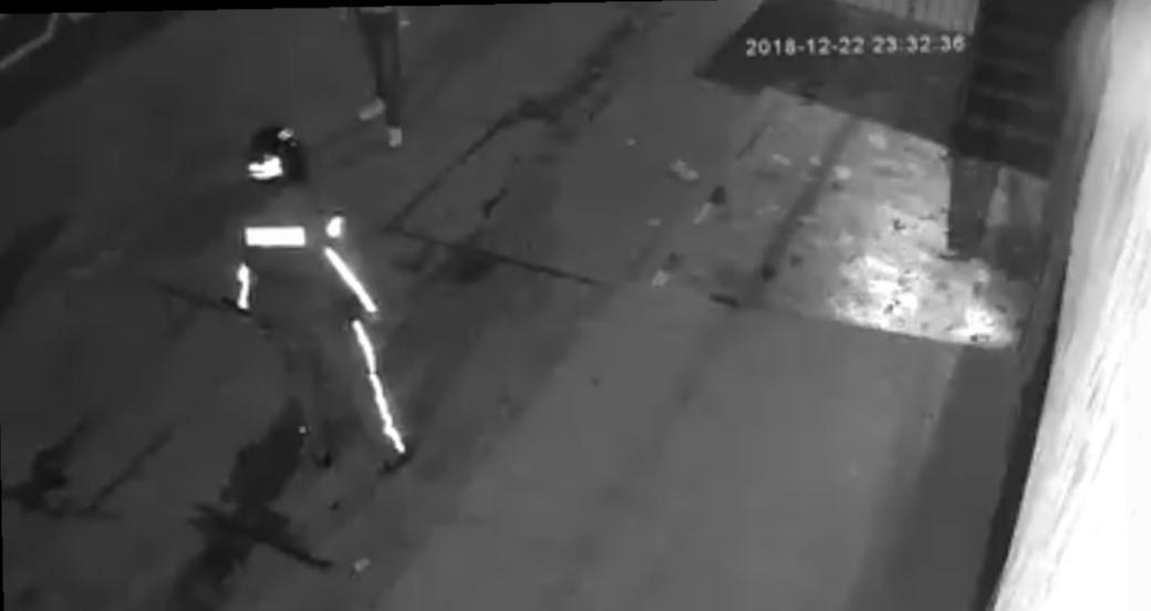 بالفيديو : نهاية الدصارة .. بوليسي يستعمل الرصاص الحي في مواجهة مشرمل مسلح
