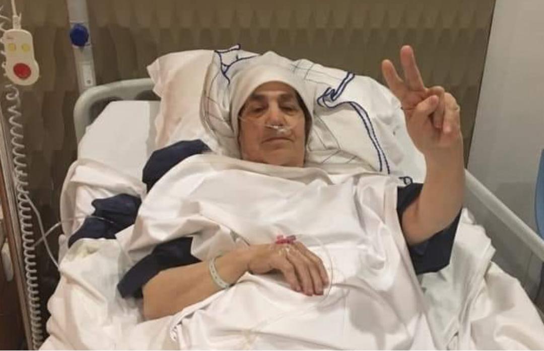 والدة الزفزافي تعلن من المستشفى إنتصارها على المرض