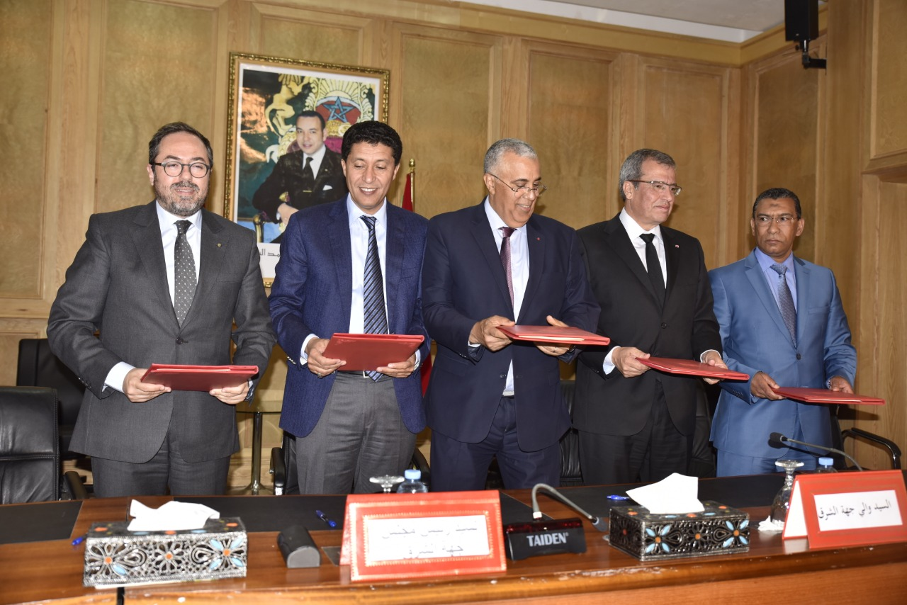 رئيس جهة الشرق يوقع اتفاقية شراكة مع الخطوط الملكية المغربية لربط مطارات الجهة بمطار الدار البيضاء