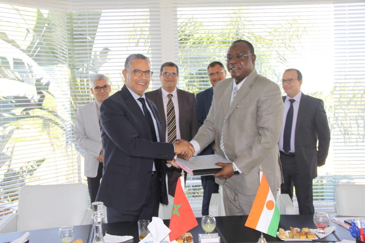 المكتب الوطني للكهرباء يواصل تطوره بالقارة الإفريقية ويوقع على اتفاقية جديدة بجمهورية النيجر