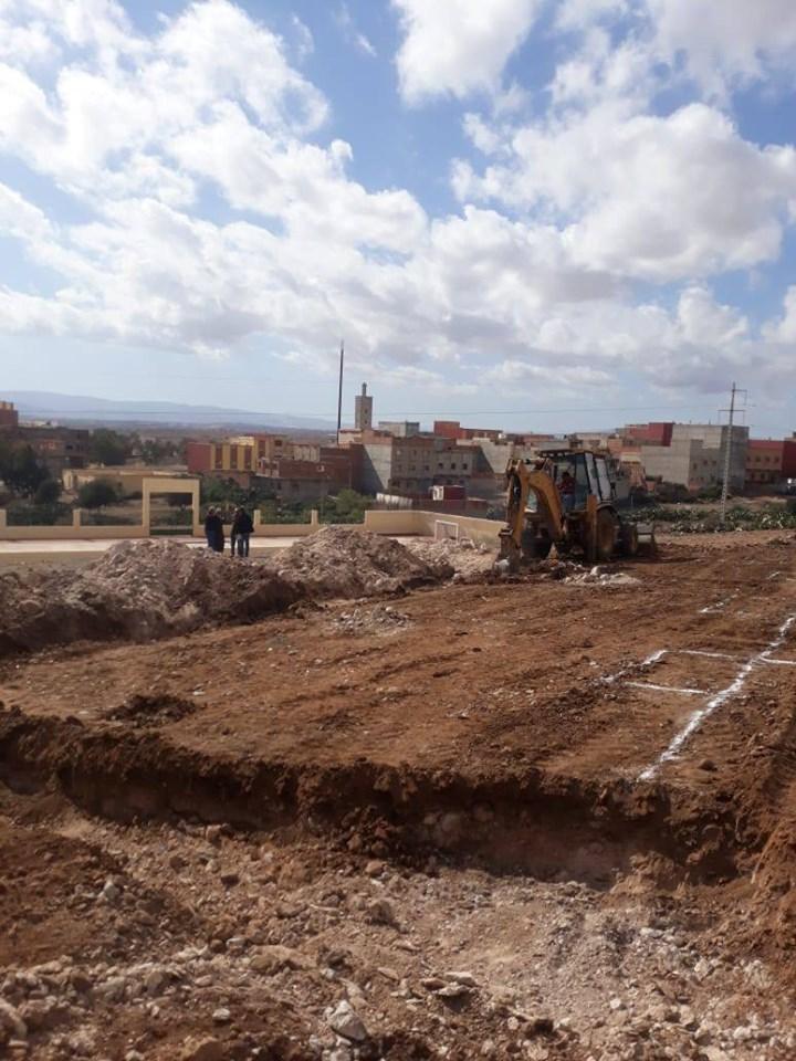 و تستمر التنمية بجماعة بوعرك : بعد طول انتظار اخيرا تم انطلاق أشغال بناء مدرسة الكماش-اشخيا .