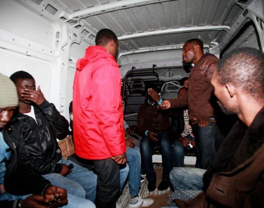 عاجل : اعتقال اربعة اشخاص باحجامن و ايقاف 63 مرشح للهجرة السرية و حجز 3 سيارات