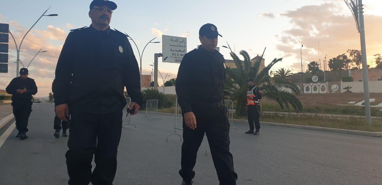 رئيس المنطقة الأمنية للناظور يقف على نقط التفتيش ويوصي الأمنيين على التعامل مع المواطنين بشكل قانوني