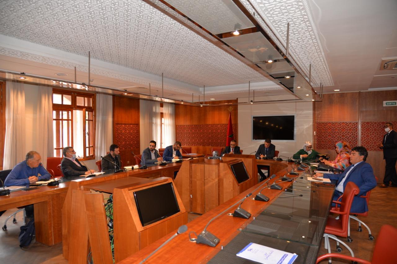 في خطوة تاريخية البرلمان يفتح أبوابه لتنسيقية مزارعي الكيف للتعبير عن مطالبهم والفرق البرلمانية تتجاوب مع مذكرتهم التعديلية.