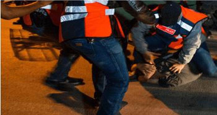 الناظور..مفتش شرطة يضطر لاستعمال سلاحه الوظيفي لتوقيف شخص عرض أمن المواطنين وسلامة عناصر الشرطة لاعتداء خطير
