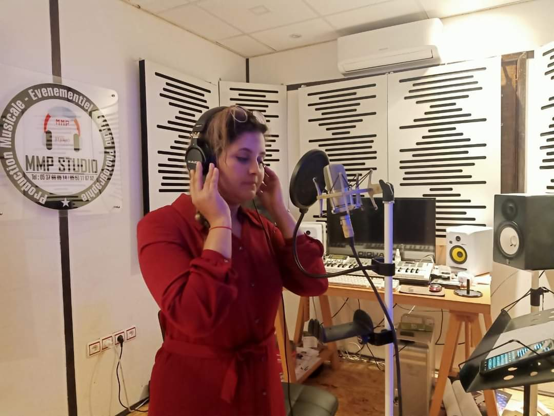 إيمان تيفيور: التجديد في الموسيقى ضرورة ملحة للتقرب من كافة الأجيال والأغنية الأمازيغية تسير في تطور ملحوظ