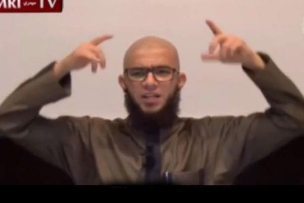 فيديو داعية سعودي يحرم أربع رموز تعبيرية على واتساب