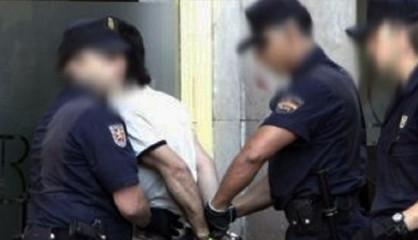 مغربي يهدد برمي رضيعه من الطابق الـ 5 بإسبانيا
