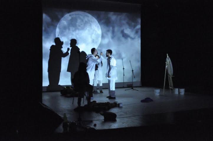 """فرقة أريف للثقافة والتراث بالحسيمة في جولة مسرحية بعملها الجديد  """" من الذي أحرق الشمس"""""""