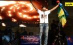 """شاهد كيف تفاعل جمهور مهرجان ثويزا بطنجة مع مايستروا فرقة """"أكراف"""" حينما طالب بإطلاق المعتقلين ورفع شعار عاش الريف؟؟؟"""