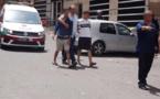 + فيديو : لحظة القاء القبض على أحد المتورطين الاربعة في محاولة اغتصاب فتاة في الاوطوبيس بالبيضاء