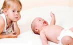 كيف تواجهين غيرة طفلك الأول من مولودك الجديد؟