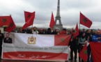 آلاف المغاربة في تجمع كبير بباريس دفاعا عن العلم الوطني