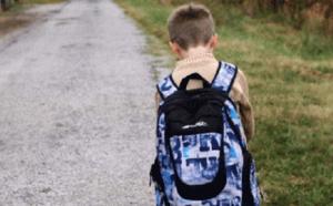 9 نصائح للتعامل مع طفلك عندما يرفض الذهاب إلى المدرسة