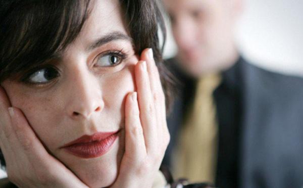 كيف تهتمين بزوجك من دون أن تقيِّدي حريته؟