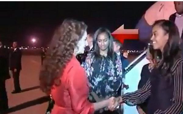 فيديو ابنة أوباما تنظر بطريقة غريبة للأميرة للاسلمى